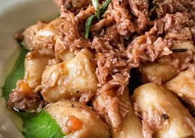 gnocchi-di-patate-con-ragù-di-scamerita-CBT